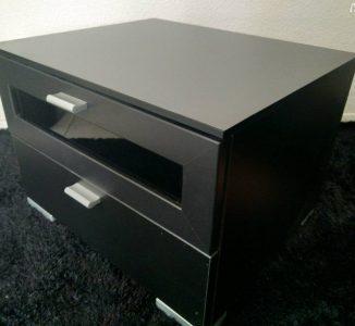 Nachttisch schwarz mit 2 Schubladen neuwertig